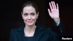 US actress and humanitarian campaigner Angelina Jolie leaves a G8 Foreign Ministers Meeting in London April 11, 2013.