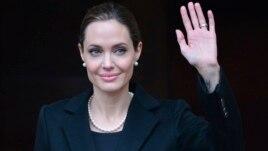 Jolie merr masa për rrezikun e kancerit