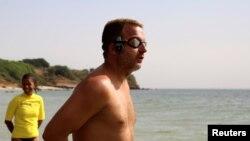 بن هوپر روز یکشنبه به سفر دور و دراز دریایی خود شروع کرد