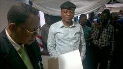 Jean-Marc Kabund au micro de Walter Nkuy de Top Congo FM à Kinshasa