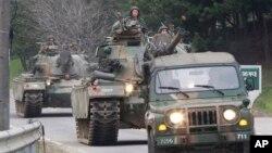 Xe tăng quân đội Hàn Quốc trở về căn cứ sau cuộc tập trận ở Paju, gần biên giới với Bắc Triều Tiên, 30/4/2013