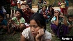 Chính phủ Myanmar nói ngoài các chiến binh Kokang, Kachin và các nhóm sắc tộc nổi dậy khác, các nhóm sắc tộc nổi dậy khác đã tham gia cuộc chiến, vốn đã gây cảnh thất tán cho hàng chục ngàn người.
