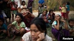 Người tỵ nạn sống sót sau khi nhà của họ ở trại tỵ nạn Ban Mae Surin gần Mae Hong Son bị đốt, 23/3/2013.