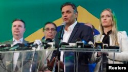 5일 치뤄진 브라질 대통령선거 1차 투표에서 34% 득료율로 2위를 차지한 브라질사회민주당의 아에시우 네비스 후보가 기자회견을 하고 있다.