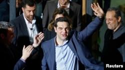 Лидер партии СИРИЗА Алексис Ципрас (в центре). Афины, Греция. 25 января 2015 г.