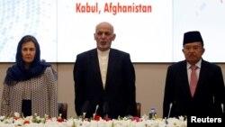 Wapres Jusuf Kalla bersama Presiden Ashraf Ghani dan ibu negara Rula Ghani saat menghadiri konferensi perdamaian dan keamanan di Kabul, 28 Februari lalu.