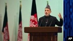 ປະທານາທິບໍດີ Hamid Karzai ແຫ່ງອັຟການີສຖານ ທີ່ກອງປະຊຸມຫລວງ Jirga ໃນກຸງຄາບູລ. ວັນທີ 16 ພະຈິກ 2011.