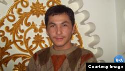 Akram Mamat 2016-yilda Anqara universitetining til, tarix va geografiya fakultetida aspirantura bosqichini tamomlagan