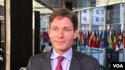 Itti aanaa ministera haajaa alaa USA,Tom Malinowski (VOA photo - N. Ching).