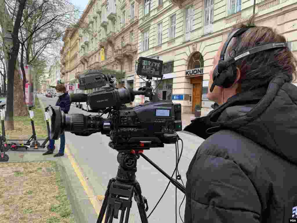 تیم خبری اعزامی صدای آمریکا به وین