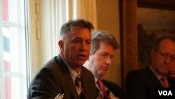 美国海警队资深北极政策顾问艾默森(Michael Emerson) 2020年2月6日在北极问题讨论会上发言(美国之音黎堡)
