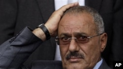 也门:受伤的总统仍在也门