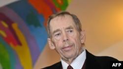 Familja e ish presidentit çek Vaclav Havel kryen nderimet e fundit