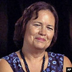 美洲土著人公共通讯组织执行主任斯内夫