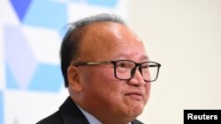 Sunny Duong, orang pertama yang didakwa melanggar undang-undang anti-campur tangan asing Australia 2018, di Rumah Sakit Royal Melbourne di Melbourne, Australia, 2 Juni 2020. (AAP Image/James Ross via REUTERS )