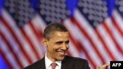 Tổng thống Obama nói chuyện với các ủng hộ viên tại buổi gây quĩ ở Chicago