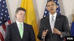 Ambos mandatarios hablaron sobre economía y mejoramiento de la ayuda bilateral, pero sobre todo, sobre el exitoso golpe del gobierno de Santos a las guerrillas de las FARC.
