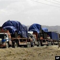 پاک افغان سرحد پر کھڑے نیٹوکے سپلائی ٹرک