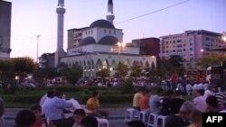 Karvani i Bereqetit sjell mesazhe paqeje dhe bashkëpunimi në Shkodër