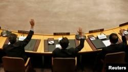 지난 3월 유엔 안전보장이사회 전체 회의에서 북한의 3차 핵실험을 강력히 규탄하고 추가 제재를 가하는 내용의 새 대북 결의를 표결에 붙인 가운데, 각 국 대표들이 투표하고 있다.