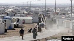 7일 시리아와 국경 지역인 요르단 마프라그의 난민 수용소에서 시리아 난민들 모습이 보인다.