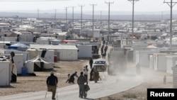 Suriyalik qochqinlar lageri, Mafraq shahri yaqini, Irodaniya, 7-dekabr, 2014-yil