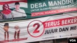 Spanduk kampanye Pilkada di Yogyakarta (Foto: VOA/Nurhadi).
