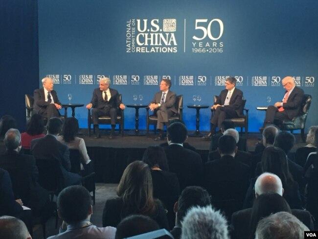 美國四位前財長參加美中關係全國委員會舉辦的美中經貿關係討論會(美國之音方冰拍攝)