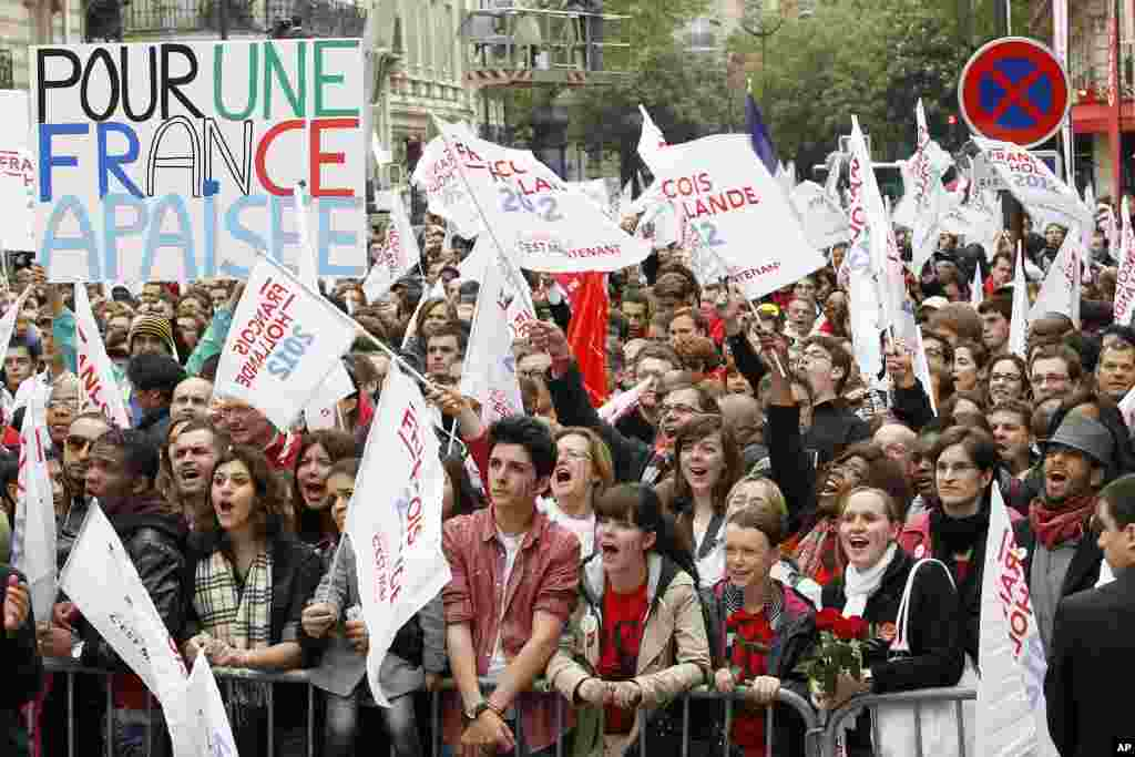 Supporters of Francois Hollande, Socialist party presidential candidate for the 2012 French presidential election, gather at rue de Solferino Socialist Party headquarters in Paris, May 6, 2012. (Reuters)