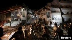 غیرنظامیان ادلب پس از یکی از حملات هوایی شامگاه ۳۰ ماه مه