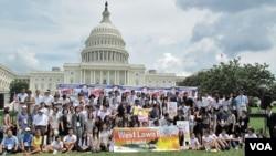 지난 7월 미국 워싱턴 의회 앞에서 탈북자 지원을 촉구하며 열린 '횃불대회'.