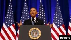 رئیس جمهور اوباما در حال اعلام این تغییرات در وزارت عدلیۀ امریکا
