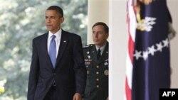 奥巴马和彼得雷乌斯将军