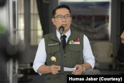 Gubernur Jabar Ridwan Kamil saat konferensi pers jarak jauh dari kediaman resmi gubernur di Bandung, Jumat, 3 April 2020. (Foto: Courtesy/Humas Jabar)
