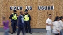 ماموران پلیس در لندن - ۱۰ آگوست ۲۰۱۱
