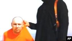 Imágen de Steven Sotloff en el video de la ejecución de James Foley.
