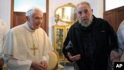 Paus Benediktus XVI bertemu dengan Fidel Castro di ibukota Kuba, Havana (28/3).