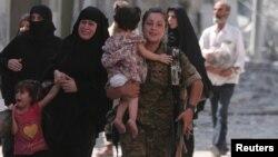 敘利亞民主力量武裝對曼比季的圍攻於星期五結束。敘利亞民主力量武裝幫民眾疏散。
