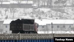 中国今年2月表示停止从朝鲜进口煤炭,以执行联合国制裁。
