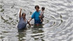 مقامهای تايلند کانون توجه خود را بر ترميم شکاف های آب بندها متمرکز می کنند