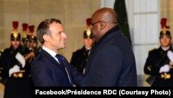 Le président Félix Tshisekedi et son homologue français France Emmanuel Macron se saluent au Palais de l'Elysée, Paris, 11 novembre 2019. (Facebook/Présidecene RDC)