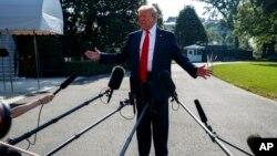 دونالد ترامپ رئیس جمهوری ایالات متحده در گفتگو با خبرنگاران - آرشیو