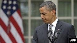 Predsednik Obama nakon obraćanja novinarima u ružičnjaku Bele kuće, 8. jul 2011.