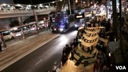 香港學生組織及泛民主派政黨發起平安夜遊行,延續雨傘運動精神,爭取真普選。