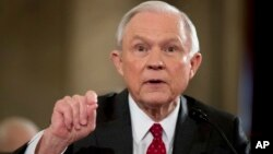 Calon Jaksa Agung AS yang diajukan Presiden Trump, Senator Jeff Sessions (foto: dok).