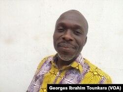 Innocent Gnelbin, président de Initiative Ivoirienne pour la Démocratie et le Développement dénonce cette augmentation salariale en vue, le 17 janvier 2018. (VOA/Georges Ibrahim Tounkara)