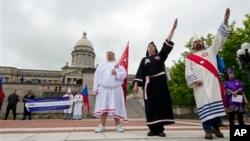 2012年4月21日,美國三K黨成員在肯塔基州舉行集會 (資料照片)