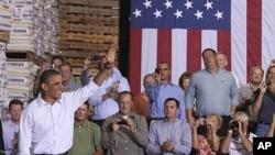 美國總統奧巴馬在中西部的巴士之旅中參加市民會議