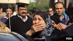 Родичі і приятелі вбитих перед Каїрським університетом