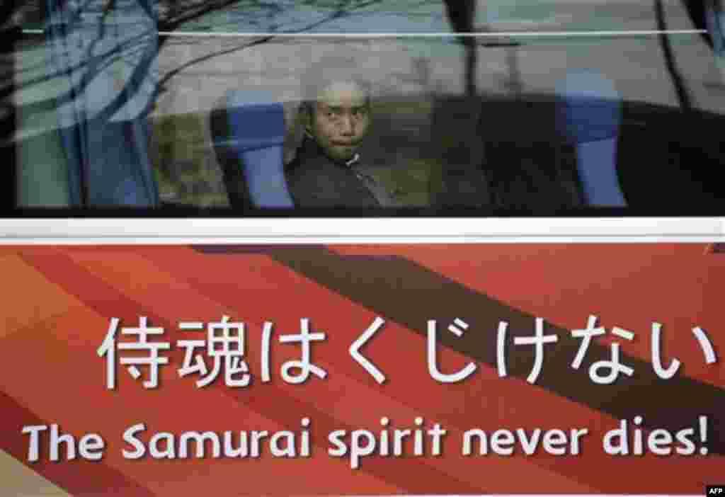 Юто Нагатомо (команда Японии) после проигрыша Японии Парагваю со счетом 5-3 во вторник 29 июня 2010г. (AP Photo/Martin Meissner)